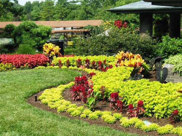 Seymour Lawn Gardens Landscaping Homepage Gallery2 1
